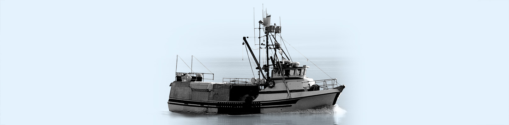Un bateau de pêche en mer