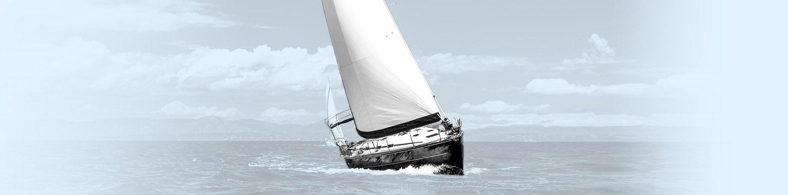Un voilier au large