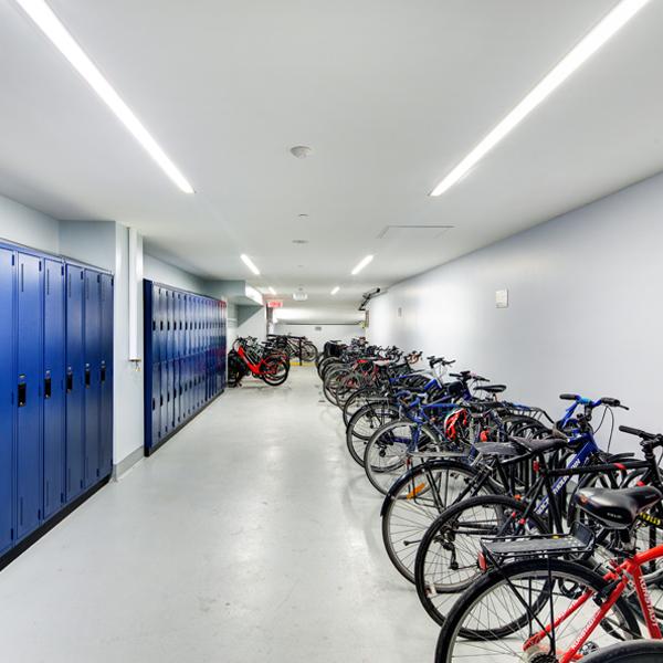 Le 1981 McGill College building bikes locker