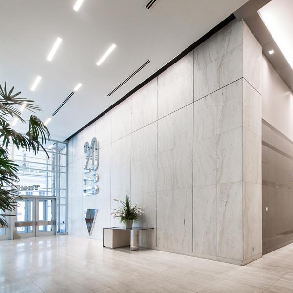 Hall d'entrée de l'immeuble Le 2020 Robert-Bourassa