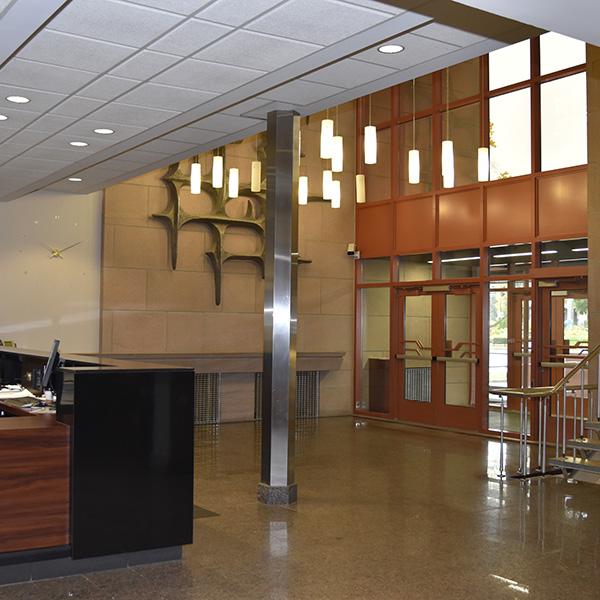 Le 925 Grande Allée Ouest entry hall