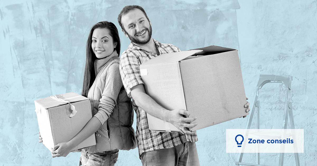 couple tenant des boîtes